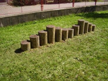 Kôly určené na prechádzanie a preskakovanie, 12ks, priemer cca 22 cm, dlžka cca 3,0 m